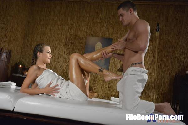 Cindy Shine - Petite brunette doggystyle creampie (HD/720p/517 MB) MassageRooms