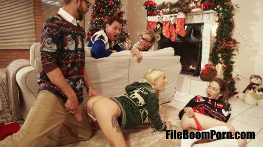 MyFamilyPies, Nubiles-Porn: Angel Smalls, Kenzie Reeves - Christmas Family Sex [SD/540p/591 MB]