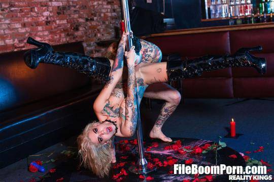RKPrime, RealityKings: Bonnie Rotten - Pitch Black Pole Dancer [FullHD/1080p/2.07 GB]