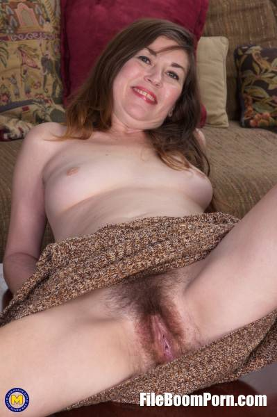 Olivia J. 41 - Sexy Amateur Milf with a hairy pussy (FullHD/1080p/1.87 GB) Mature.nl