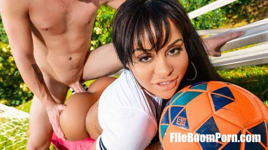 MonsterCurves, RealityKings: Mary Jean - Between Her Goalposts [HD/720p/921 MB]