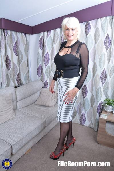 Dimonty EU 59 - British housewife Dimonty playing with herself (FullHD/1080p/1.60 GB) Mature.nl