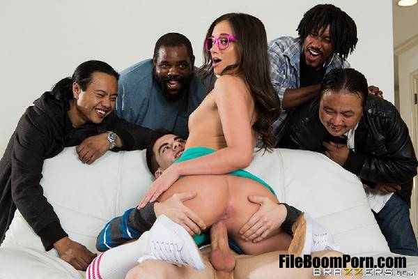 Gia Paige - Be More Like Your Stepsister! (FullHD/1080p/1.34 GB) Brazzers