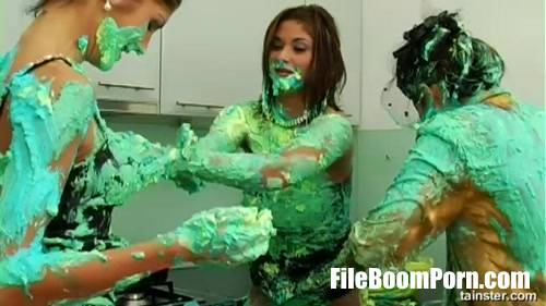 Tera Joy, Sarah Twain - Fluorescent Goo Food Figh (SD/540p/207 MB) Tainster