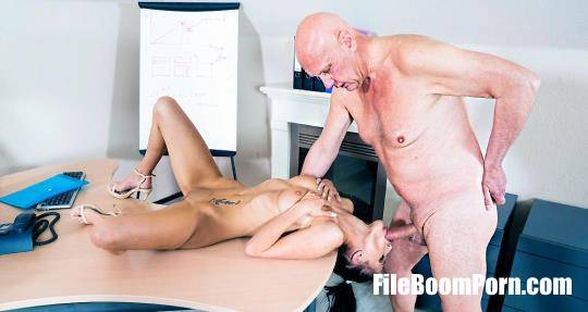 BeautyAndTheSenior: Nicole Love - Hard sex with Old guy [FullHD/1080p/2.17 GB]