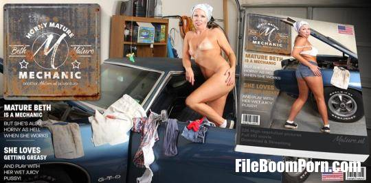 Mature.nl, Mature.eu: Beth (42) - Naughty mature nympho playing with her pussy in her garage [FullHD/1080p/1.91 GB]