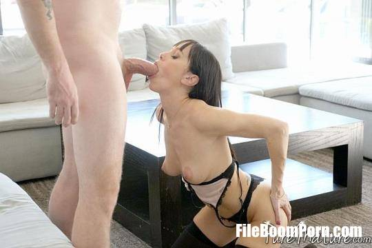 Alana Cruise - Home From The Club [FullHD/1080p/1.89 GB] PureMature