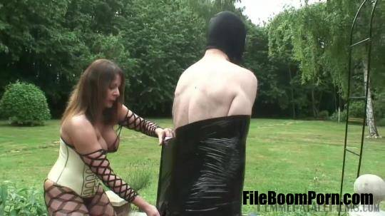 FemmeFataleFilms: Mistress Carly - Carlys Garden Sex Slave - Complete Film [HD/720p/327.72 MB]