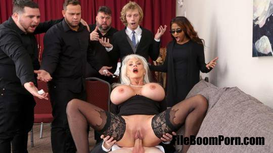 Sally D'Angelo - Burying The Dick 10 Inch Deep [SD/540p/474 MB]